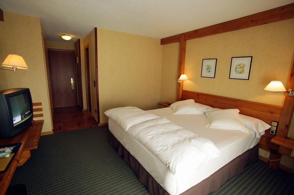https://i.travelapi.com/hotels/21000000/20070000/20063900/20063880/10925395_z.jpg