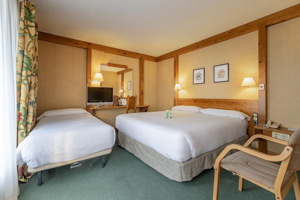 https://i.travelapi.com/hotels/21000000/20070000/20063900/20063880/67d77da3_z.jpg