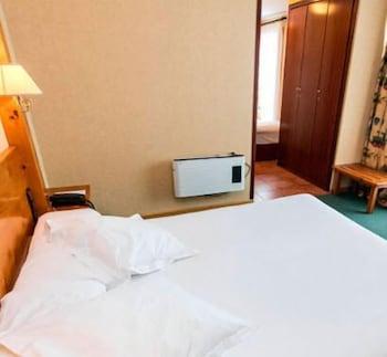 https://i.travelapi.com/hotels/21000000/20070000/20063900/20063880/b4024be3_b.jpg