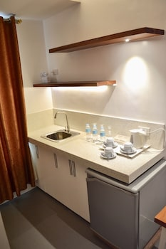 G EXECUTIVE HOTEL BORACAY Private Kitchen