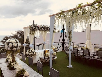 G EXECUTIVE HOTEL BORACAY Outdoor Wedding Area