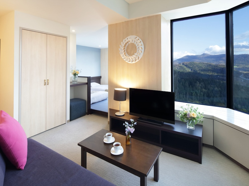 https://i.travelapi.com/hotels/21000000/20080000/20073000/20072905/438f37e6_z.jpg