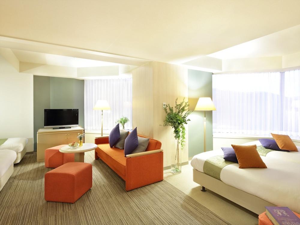 https://i.travelapi.com/hotels/21000000/20080000/20073000/20072905/487b0d1a_z.jpg
