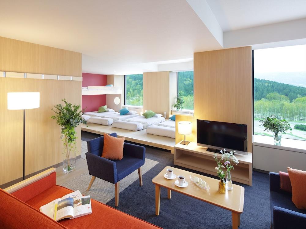 https://i.travelapi.com/hotels/21000000/20080000/20073000/20072905/9a2a70e8_z.jpg