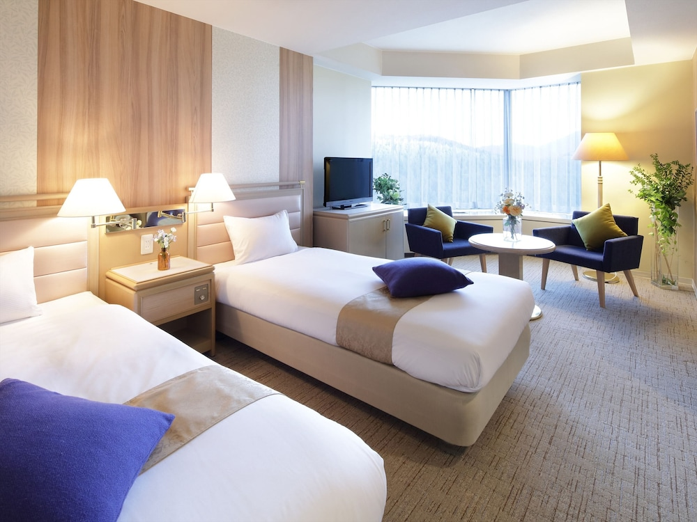 https://i.travelapi.com/hotels/21000000/20080000/20073000/20072905/f1ad97ec_z.jpg
