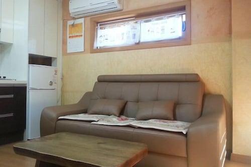 Hongcheon Pine Scented Breeze Pension, Chuncheon