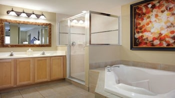 W-Palm Aire (Royal Palm & Queen Palm) - 2 Br Condo