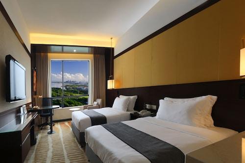 . Baohua Harbour View Hotel