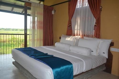 Mankada Resort, N. Palatha Central
