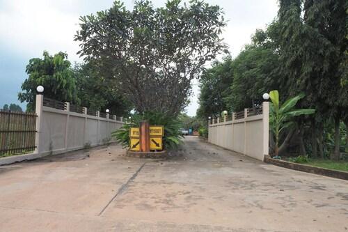 Country Inn 304, Sri Mahar Pho