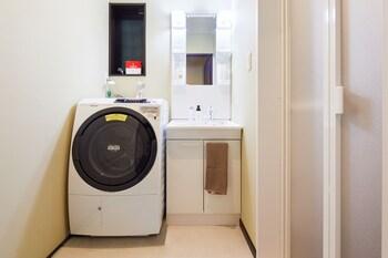 HANARE KYOTO KYONOYADO KAMOGAWA-AN Laundry Room