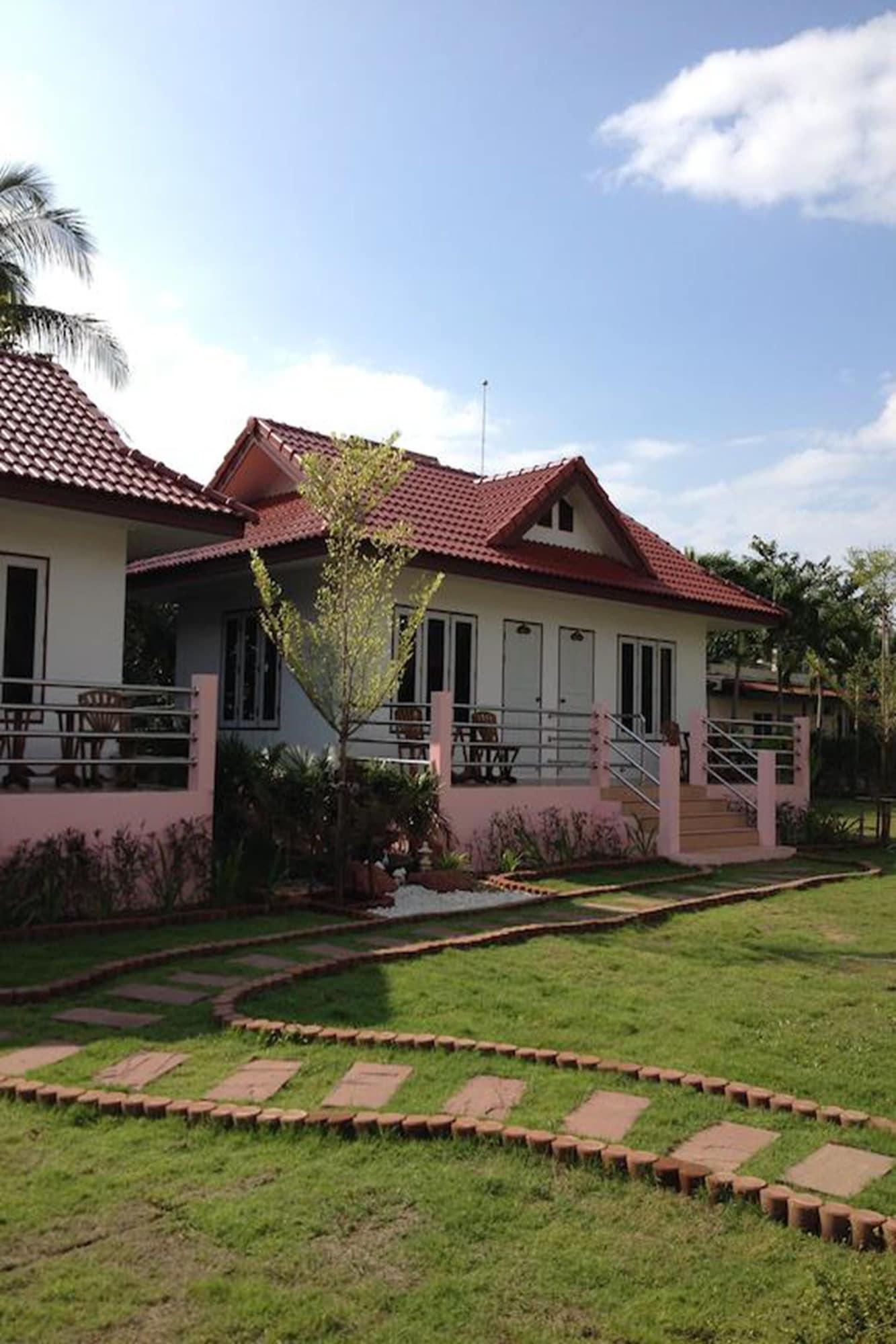 Baan Golden Resort, K. Sam Roi Yot