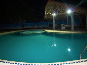 THE SHARKS TAIL DIVE RESORT Outdoor Pool