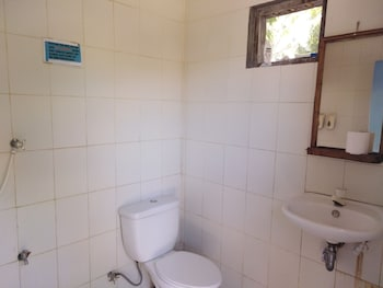 THE SHARKS TAIL DIVE RESORT Bathroom