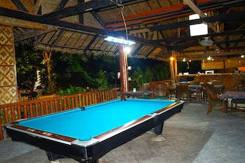 THE SHARKS TAIL DIVE RESORT Billiards
