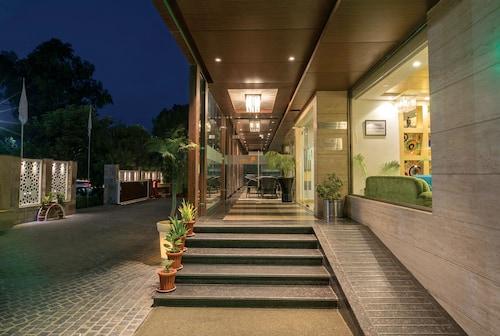. Lemon Tree Hotel Alwar
