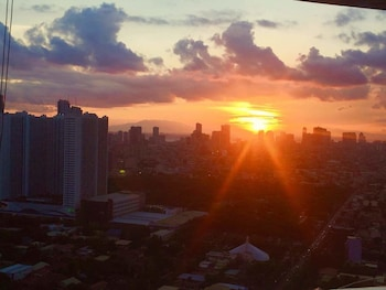 HI HOME @ GRAMERCY RESIDENCES View from Property