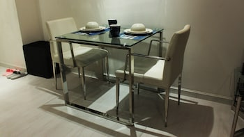 HI HOME @ GRAMERCY RESIDENCES In-Room Dining