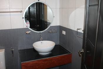 SEACOAST INN Bathroom Sink