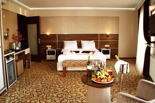 . Perama Hotel