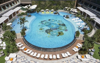 HILTON MANILA Outdoor Pool
