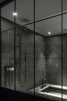 HOTEL KOE TOKYO Bathroom Shower