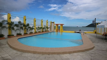LA PATRICIA DE BALER Outdoor Pool