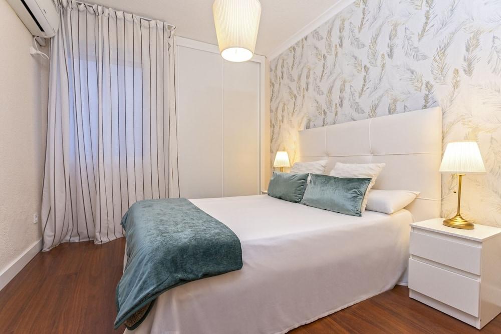https://i.travelapi.com/hotels/21000000/20200000/20192200/20192103/14c9fc94_z.jpg