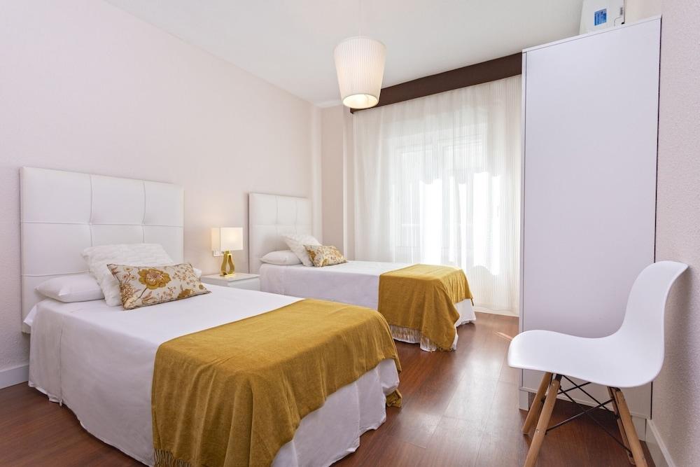 https://i.travelapi.com/hotels/21000000/20200000/20192200/20192103/198d0aae_z.jpg