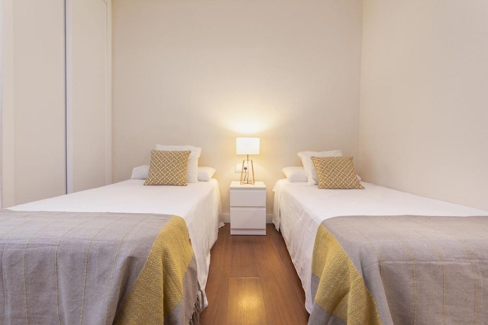 https://i.travelapi.com/hotels/21000000/20200000/20192200/20192103/57f2bb10_z.jpg