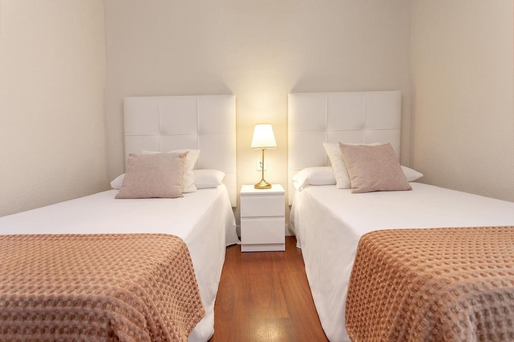 https://i.travelapi.com/hotels/21000000/20200000/20192200/20192103/8d6298cc_z.jpg