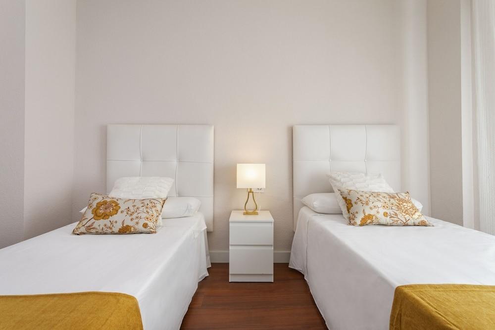 https://i.travelapi.com/hotels/21000000/20200000/20192200/20192103/d3962809_z.jpg