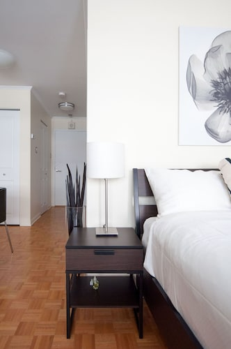 Comfortable Downtown Studio Apartment by Namastay, Montréal