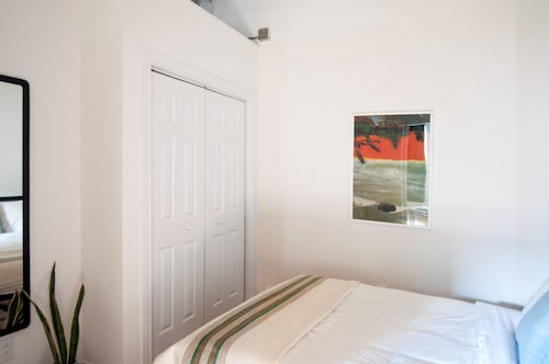 Artistic 1BR in Mile End by Namastay, Montréal