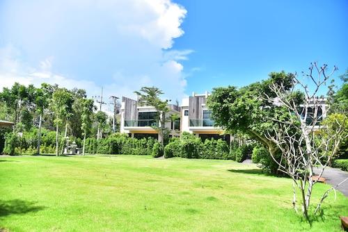 Sea & Sea Villa Resort Sangaroon, Thap Sakae