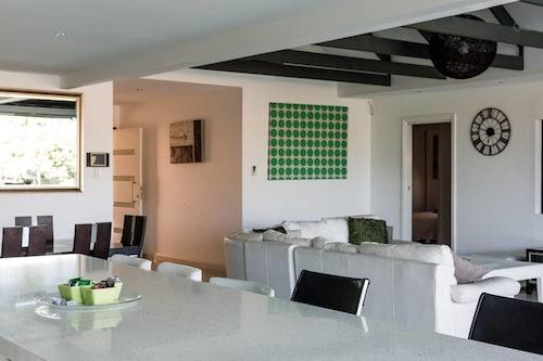 Casa Salerno, Surfers Paradise