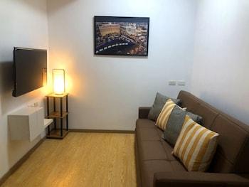 CEDAR PEAK CONDOMINIUM BY TRIPSTERS HUB Living Area