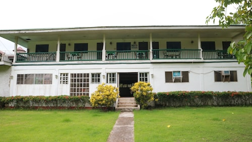 Cabua-an Beach Resort - Hostel, Mambajao