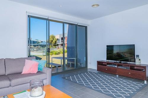 Poolside 3 Bedroom Condo, Surf Coast - East