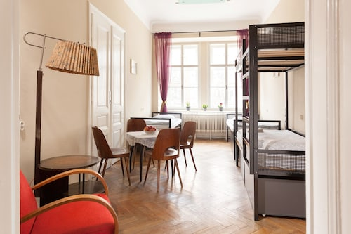 . Hostel Fléda