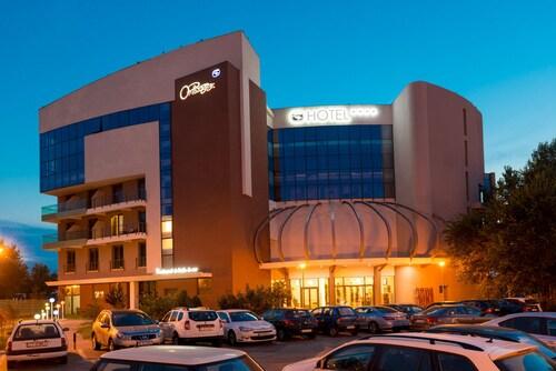 . Hotel On Plonge Jr.