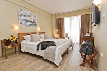 Tek Büyük Yataklı Oda, Balkon, Kısmi Deniz Manzaralı