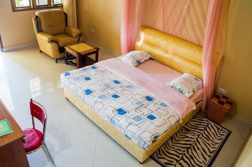 Tik Hotel, Bugahya
