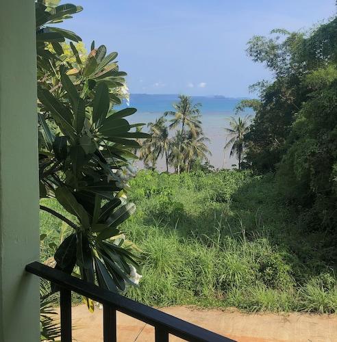 . Sea View Resort