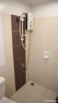 NIPA HUT VILLA BY AMCO EXTENSION Bathroom Shower