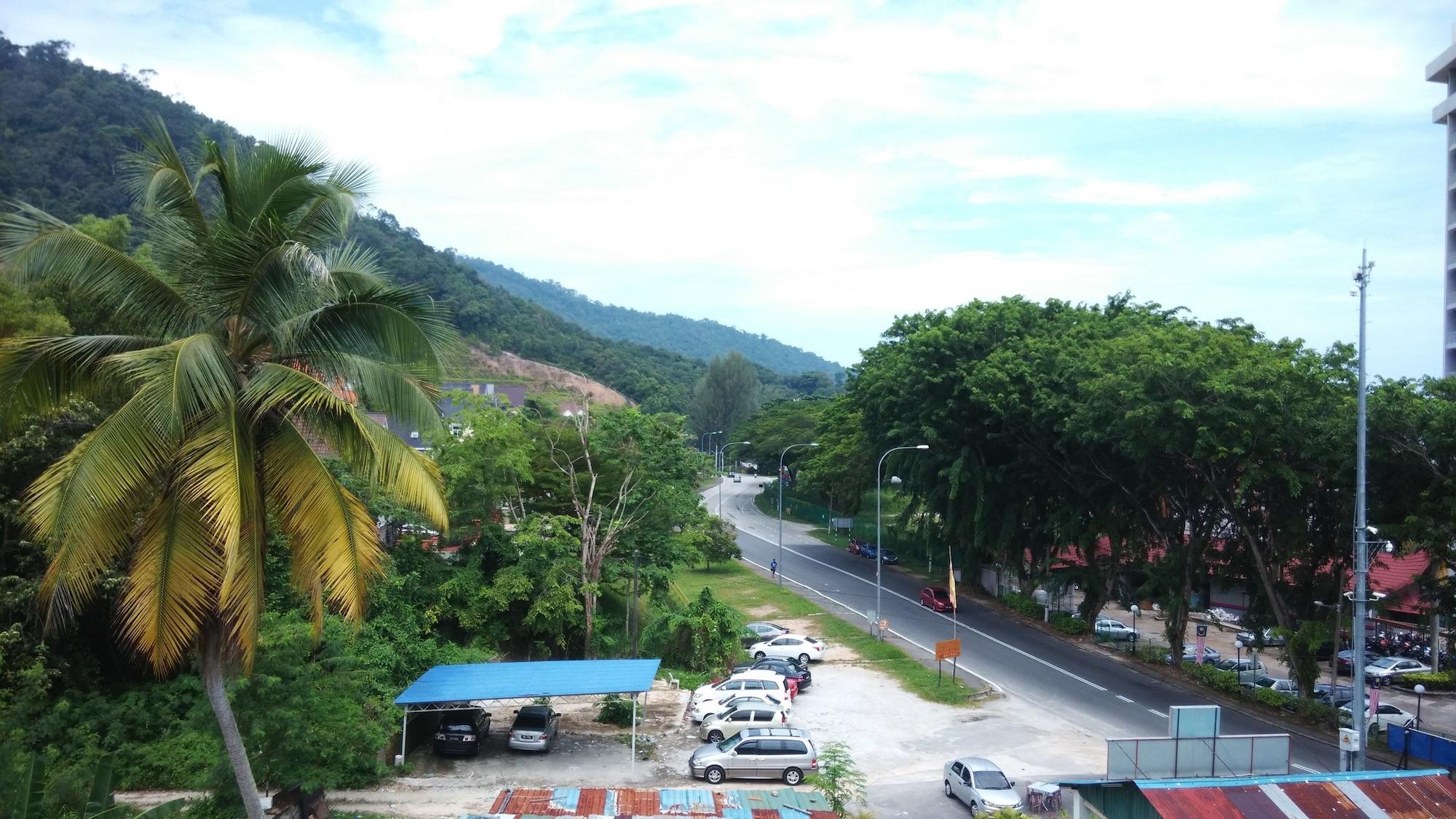 Pinang Beach Apartment at Bayu Emas, Pulau Penang