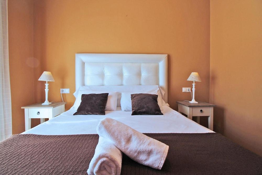 https://i.travelapi.com/hotels/21000000/20250000/20245300/20245238/11106425_z.jpg