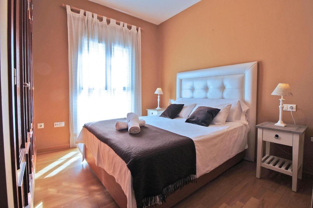 https://i.travelapi.com/hotels/21000000/20250000/20245300/20245238/3040bf57_z.jpg