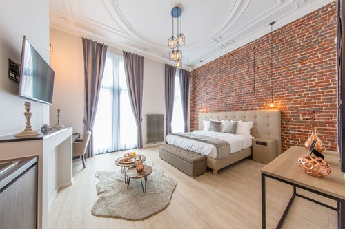 . Secret Suites Brussels Royal