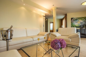 Suite (with Free underground parking)